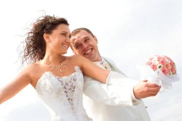 ein glückliches Hochzeitspaar